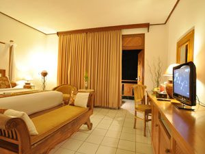 Lombok-Room-Jayakarta-Suite-Bed-Room